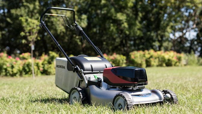 Right three quarter view izy-ON mower in a garden.