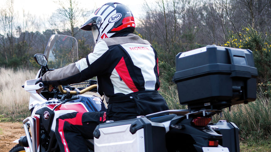La Honda Africa Twin avec un top-case